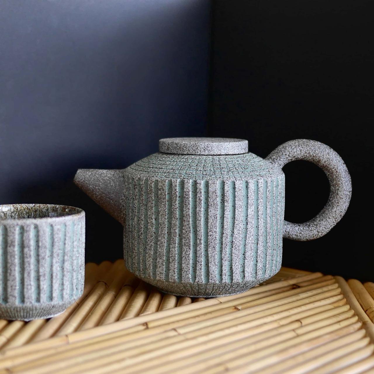 CapKaroso- Ceramic Teapot and cup