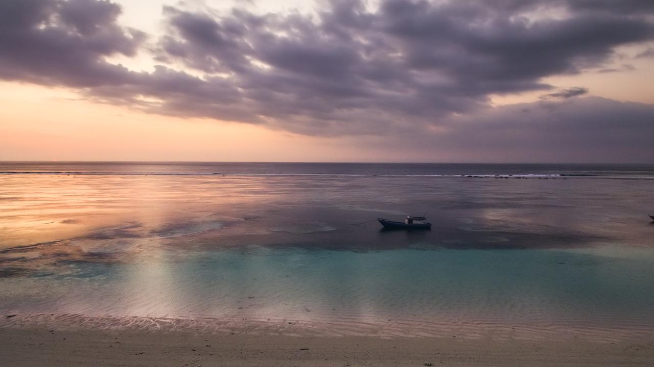 CapKaroso-Karoso-lagoon-purple-sunset-boat