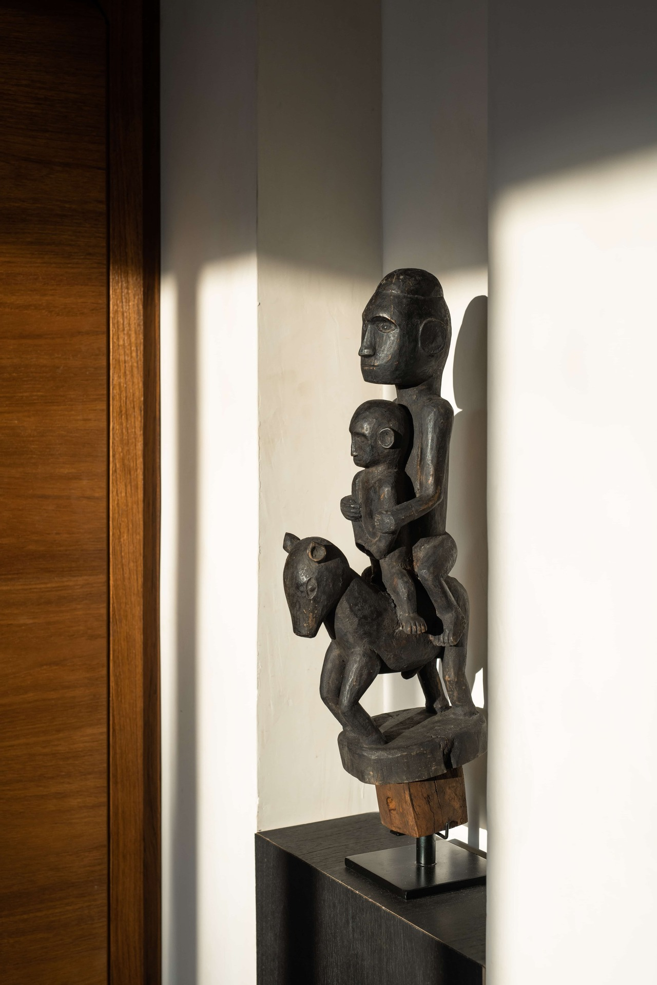 CapKaroso-Sumbanese-statue
