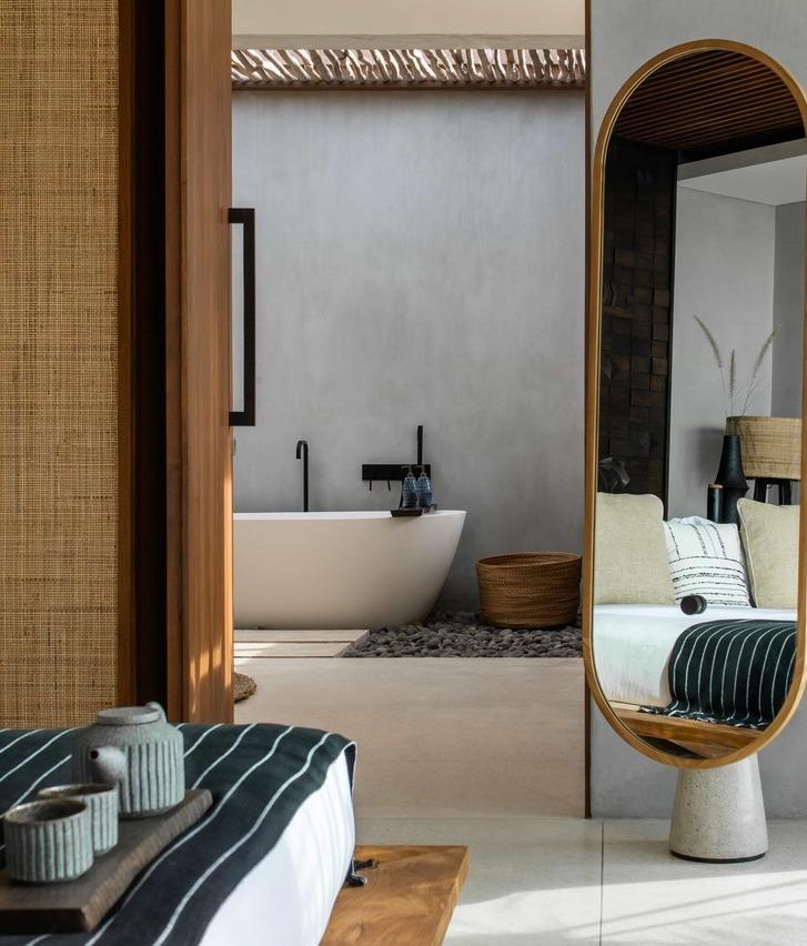 Cap Karoso-VillaN'dara-bed-mirror-bath-cropped