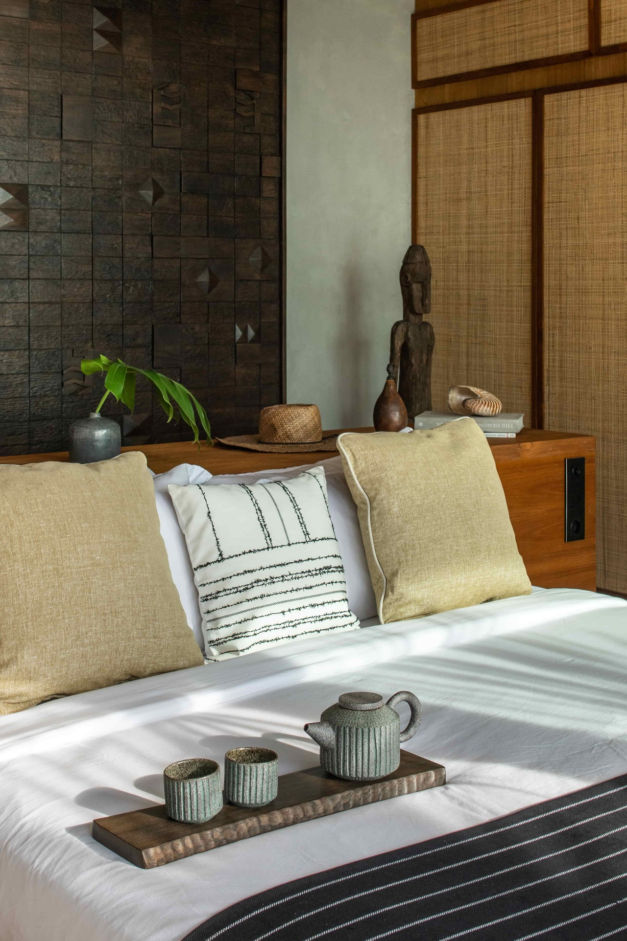 CapKaroso-VillaN'dara-bed-teaset-carvedwoodboard