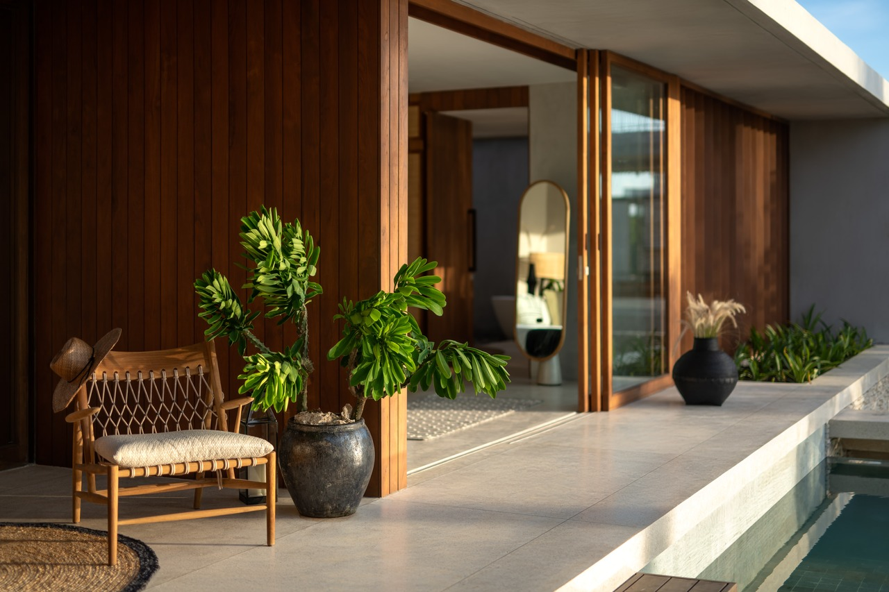 CapKaroso-VillaN'dara-terrace-chair-plant-pool