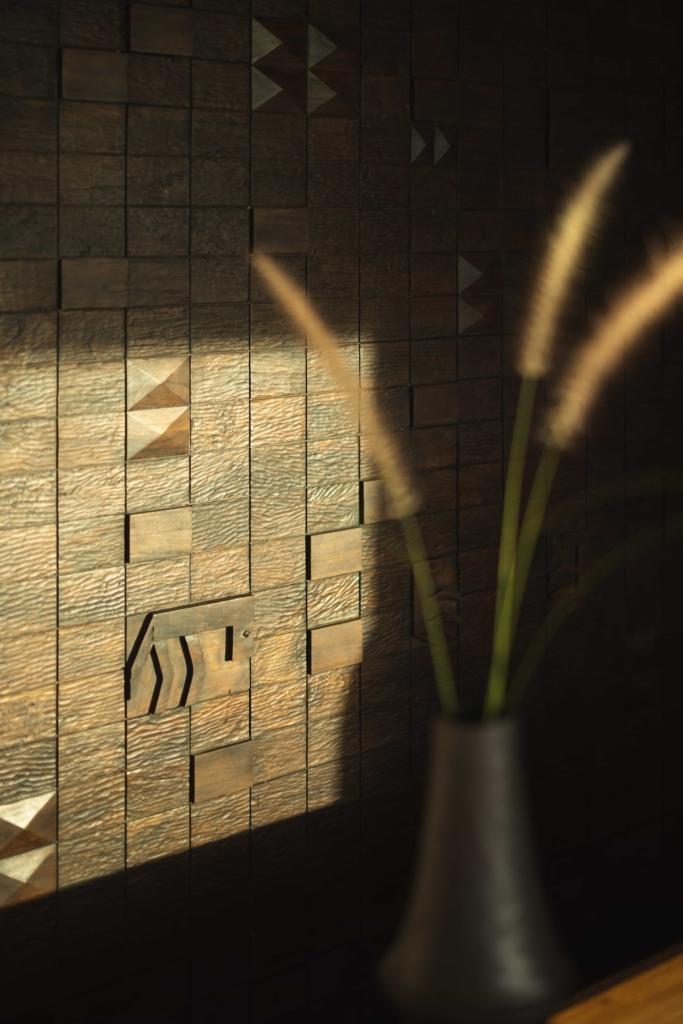 CapKaroso-crved-wood-board-VillaMaghailo