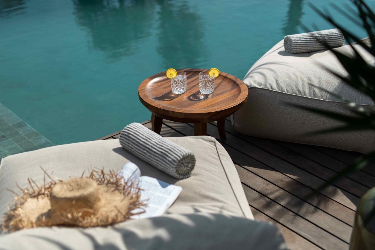 CapKaroso-pool-sunbeds-drinks