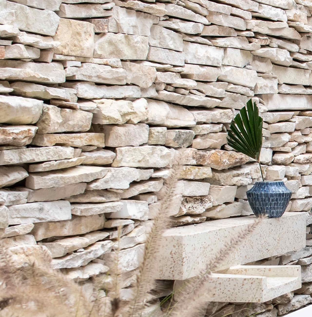 CapKaroso-suite-bathroom-whitestone-wall