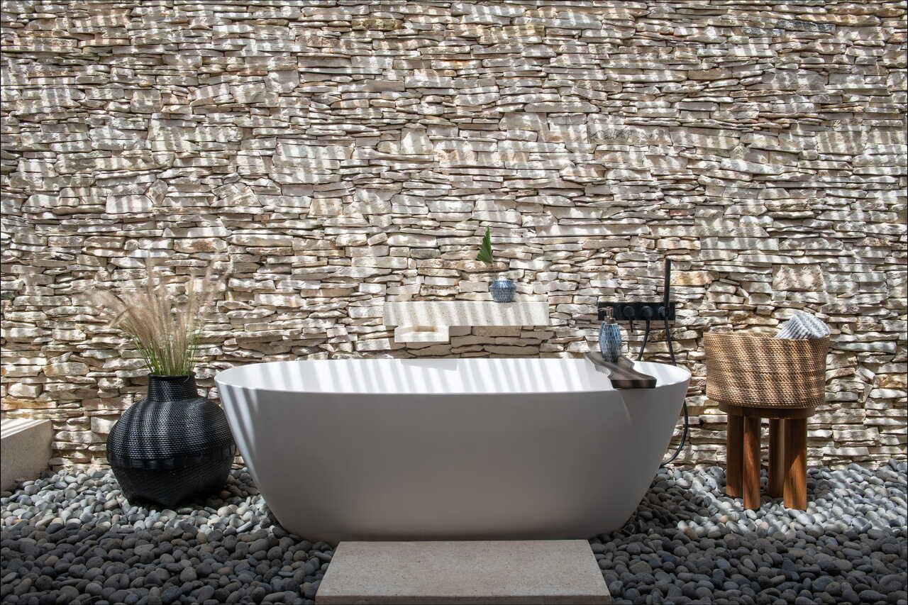 CapKaroso-suite-openair-bathtub
